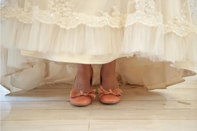 V-neck wedding dress, sleeveless wedding dress, wedding dress with illusion back